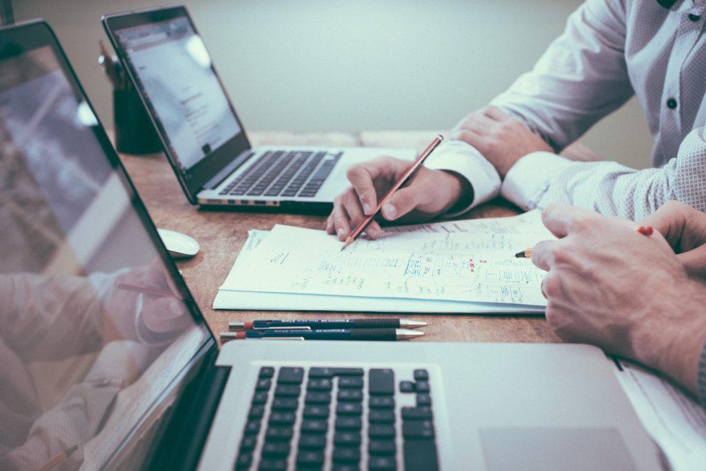 macam-macam rasio keuangan dasar dalam analisa fundamental saham menurut para analis dan manajer investasi pasar sekuritas dari laporan keuangan perusahaan lq45