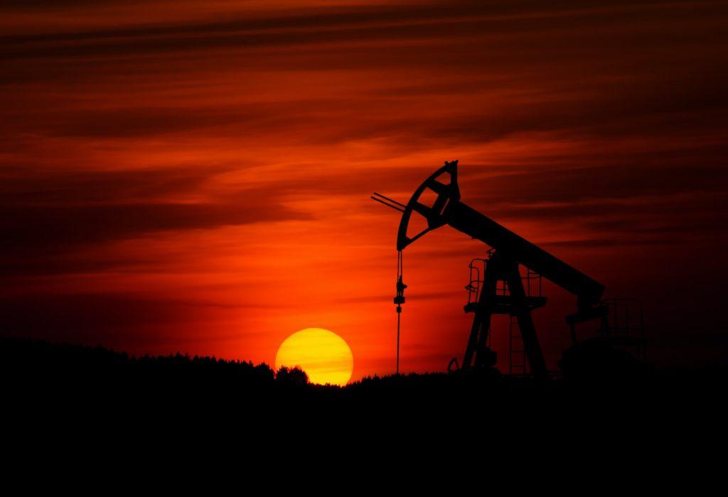 tanda sinyal kapan saat terbaik untuk membeli atau menjual saham perusahaan migas minyak dan gas bumi dan bahan bakar
